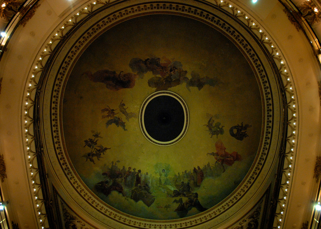 The dome in the ceiling of Al Ateneo.