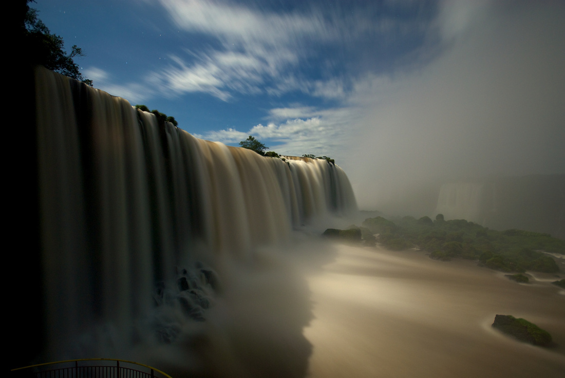The Iguazú falls at the Brazilian side at moonlight