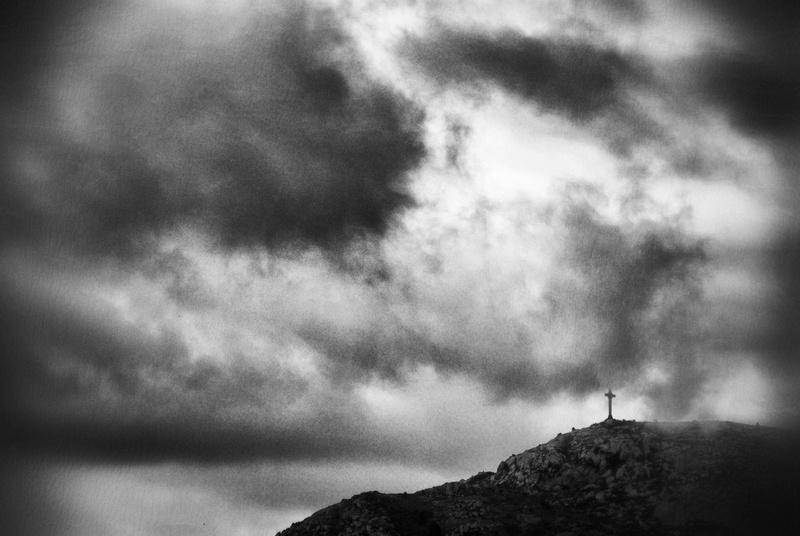 The cross on top of Pan de Azúcar on a cloudy day.