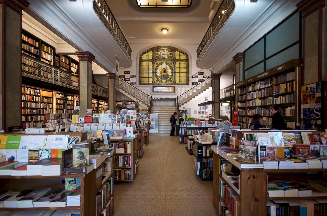 The floor level of libreria Puro Verso in Montevideo.