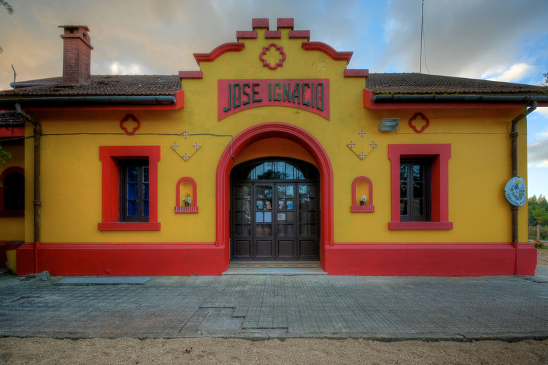 Entrance to the school, formerly the train station of José Ignacio.